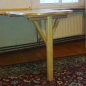 Fensterbank und Wandtisch